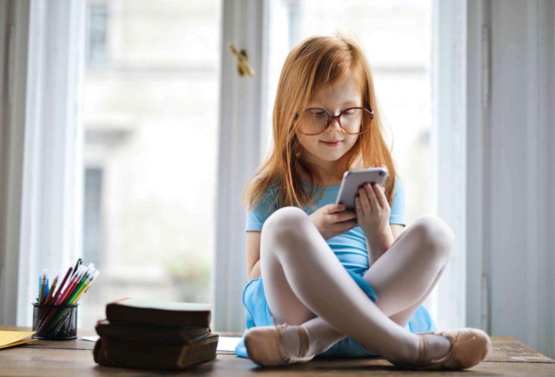 Impacts-of-social-media-on-your-children-kidsinkare.com